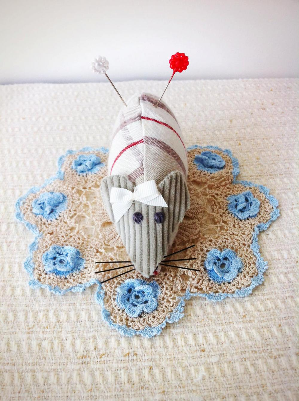 Hattie the mouse handmade pincushion, with cream and red tartan body, and cute little flower pins.