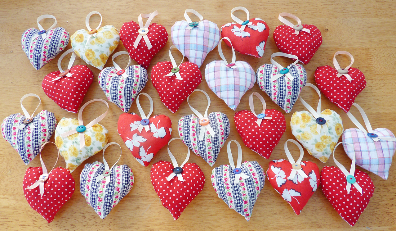 3 hanging heart decorations on luulla for Heart decoration ideas